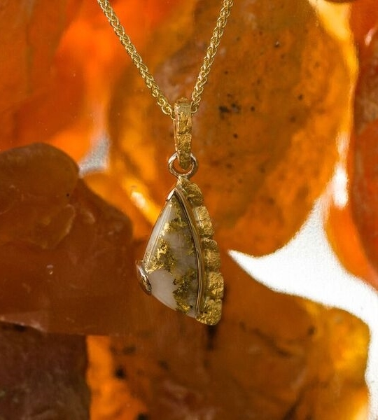 Stunning Gold Quartz and gold nugget pendant