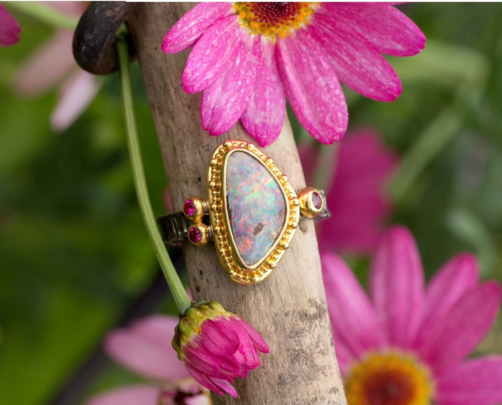 Unique boulder Opal Ring in yellow gold and silver