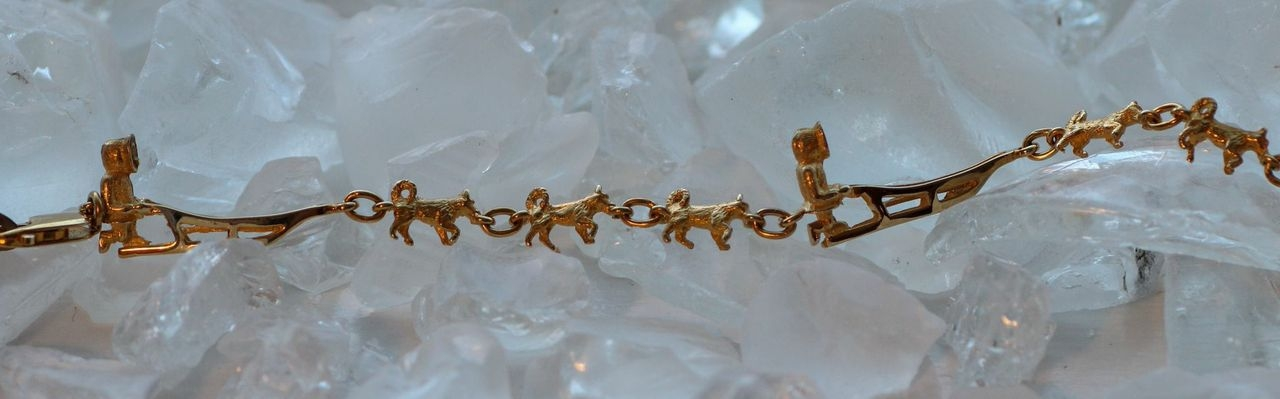 Wild Alaska Sled Dog Bracelet in Yellow Gold