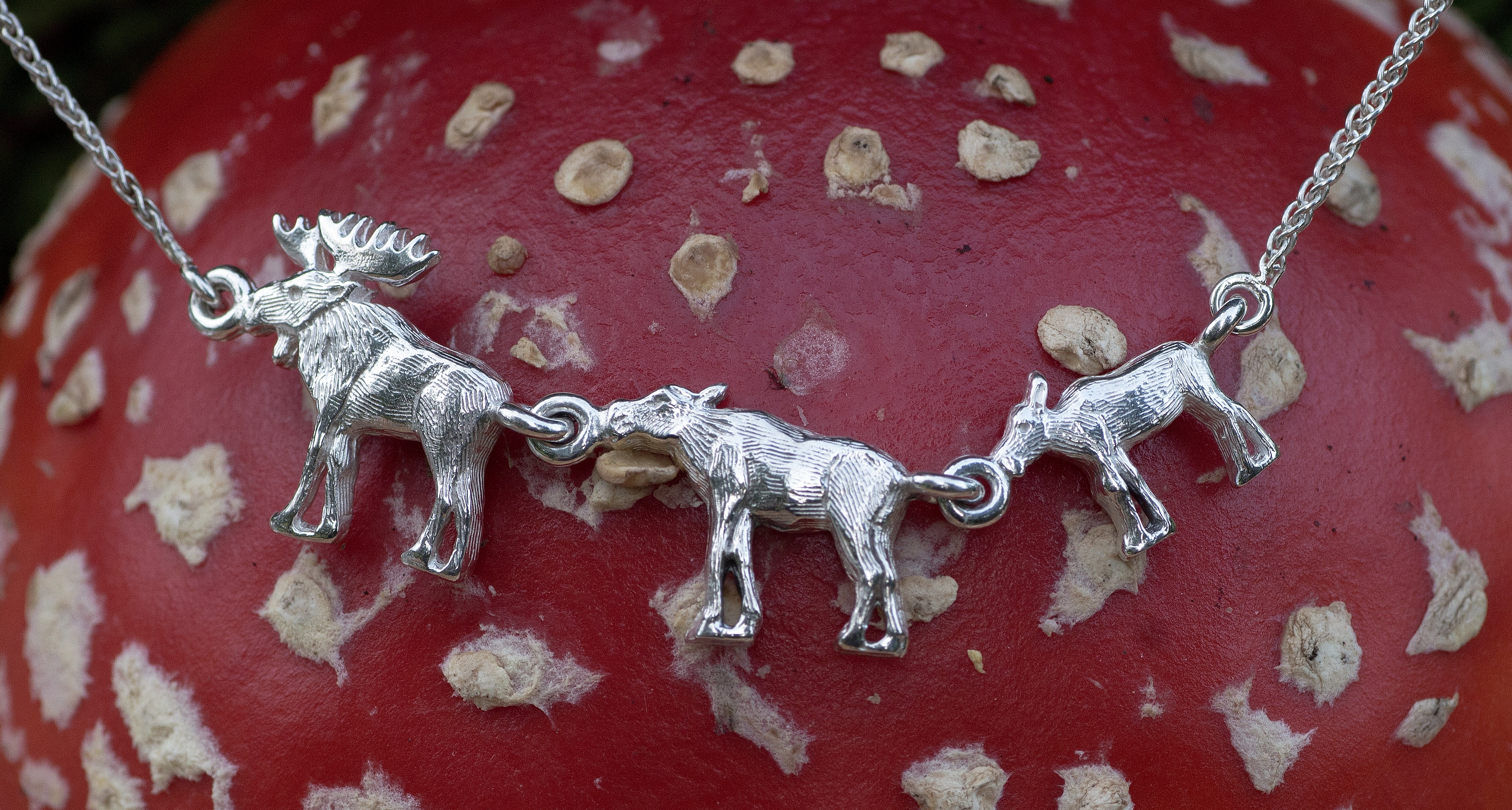 Moose Family Necklace in Sterling Silver.
