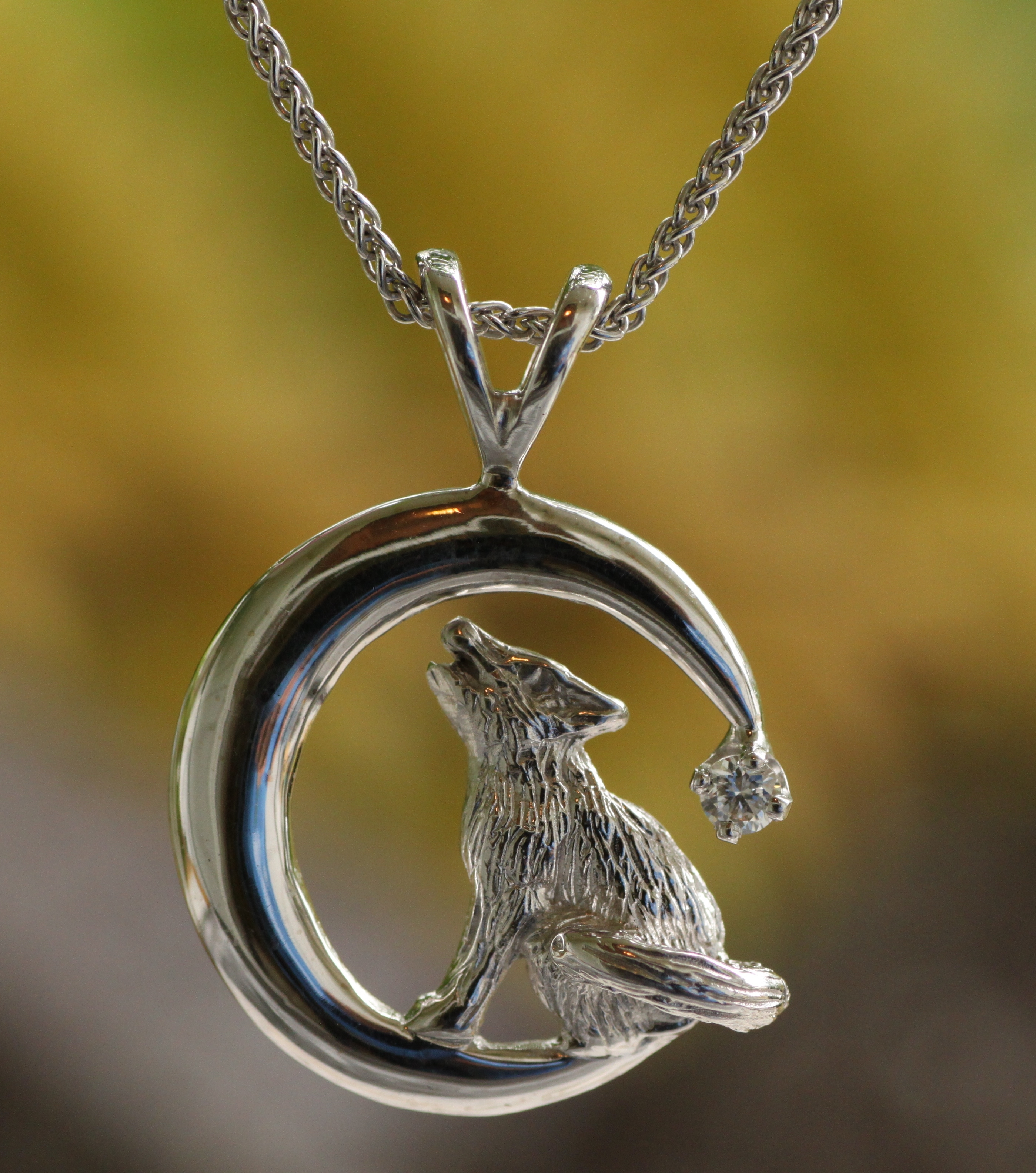 Howling Wolf Pendant in 14kt White Gold with Diamond