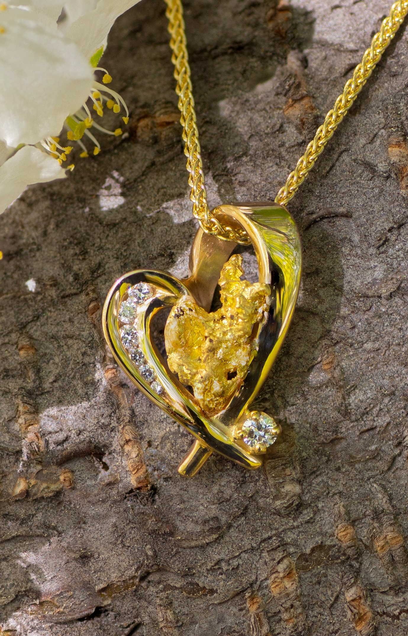 Beautiful Alaskan Gold Nugget and Diamonds in 14kt Gold Heart Pendant