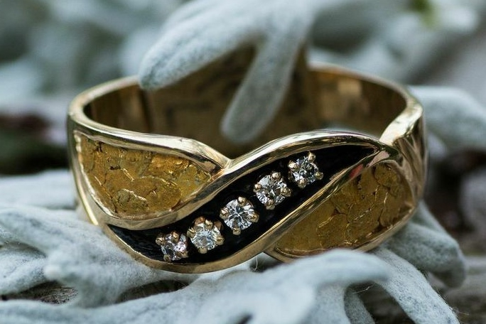 This striking Alaskan Gold Nugget and Diamond Wedding Band features 5 Diamonds surrounded with genuine Alaskan Gold Nuggets showcased in 14kt Yellow Gold.