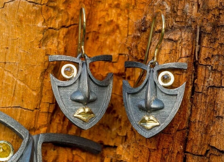 Mask Earrings in oxidized sterling silver and 18kt yellow gold